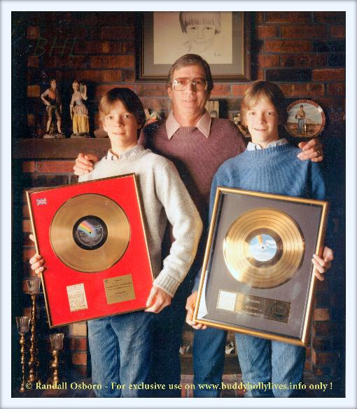 RANDALL_OSBORN_PHOTO_OF_NIKI_SULLIVAN_WITH_THE_TWINS_FOR_BUDDY_HOLLY_LIVES_ONLY_-_DON'T_COPY_!!!