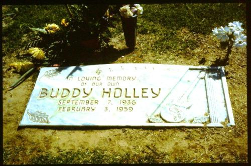 BUDDY_HOLLEY_GRAVE_LUBBOCK_TEXAS_1992.jpg