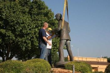 Buddy_Holly_Statue_Removal_1.jpg