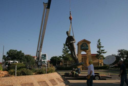 Buddy_Holly_Statue_Removal_2.jpg