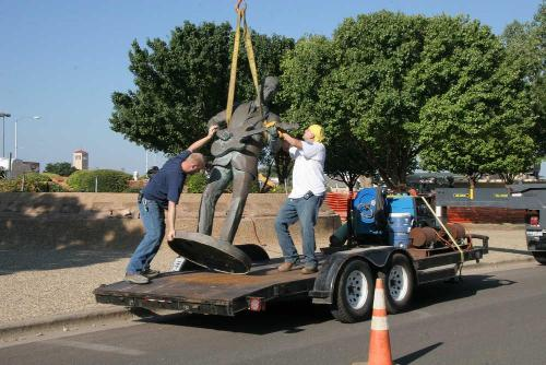 Buddy_Holly_Statue_Removal_4.jpg