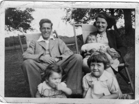 Mike Berry family 1939.jpg