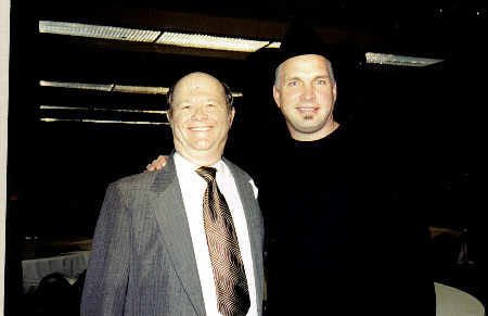 GARTH_BROOKS_AND_CARL_BUNCH